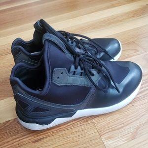Size 5(Youth 2) Adidas Tubular Runner Xeno K